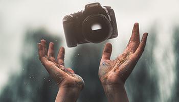 <strong>Fotografia digital i tractament d'imatges</strong><br>35 hores<br>del 06/11/20 al 18/12/20<br>dilluns, dimecres i divendres de 20:00 a 22:00